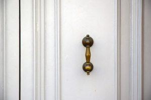 תיקון דלתות בתים במרכז